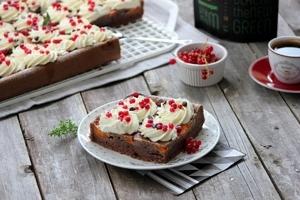 prajitura cu caise si coacaze rosii4